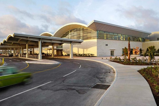 Roundtrip Airport Shuttle from Sir Lynden Pindling Airport