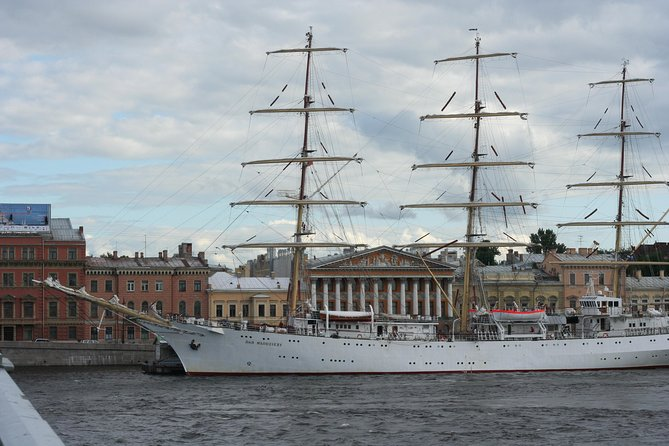 Saint-Petersburg walking tour in Hindi