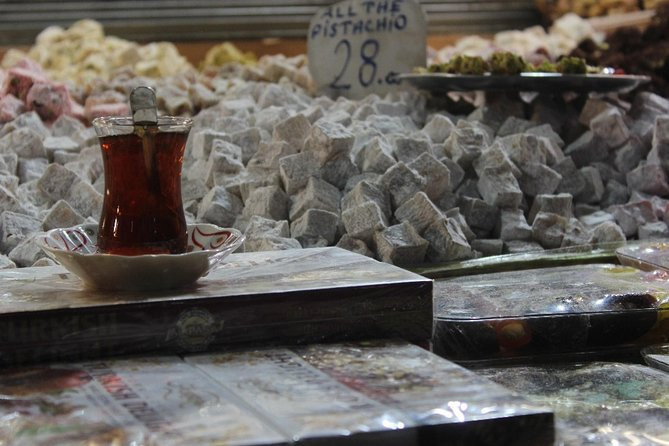 Lonely Planet Experiences: Istanbul Sightseeing Street Food Tour with a Picnic