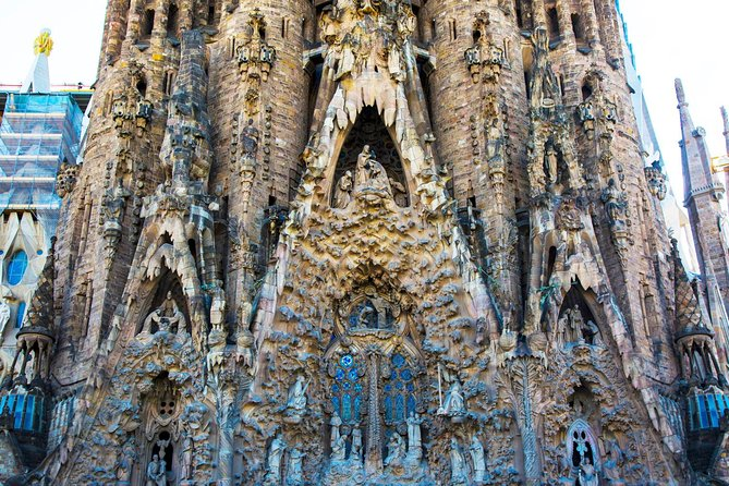 Highlights of Barcelona: Full-Day Private Tour with Lunch photo 12