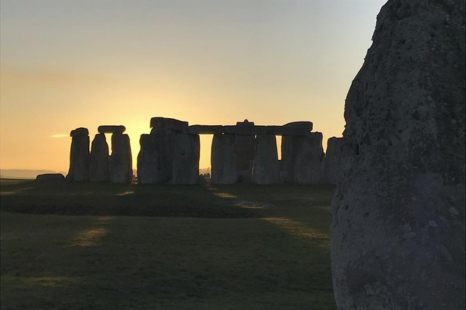 Private Stonehenge Woodhenge and Avebury Stone Circle by Luxury Sedan