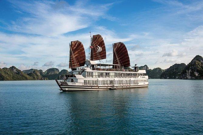 Luxury Pelican Cruise in Ha Long Bay