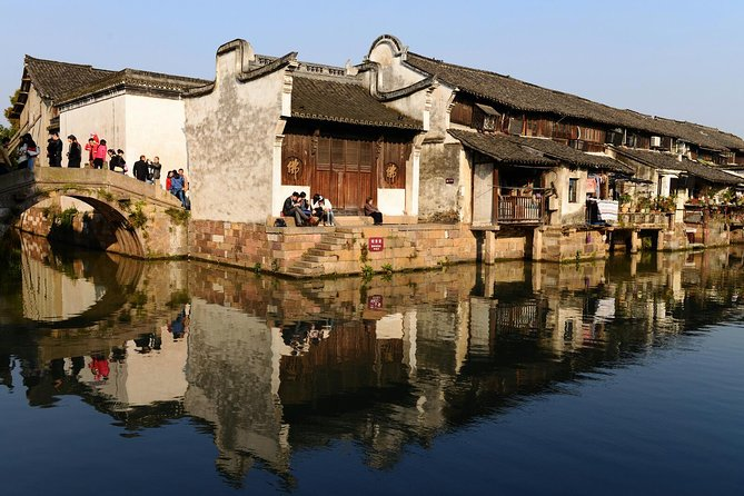 Shanghai Private Layover Tour of Wuzhen Water Town, the Bund and Xintiandi