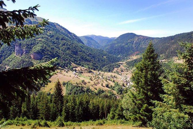Hiking in Lake Liqunat - Rugova