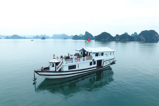 Halong Amira cruises, Peaceful and Cozy Group Boat 2D1N