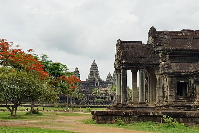Private 1Day tour: Angkor Small tour with Banteay srei or pink lady temple.