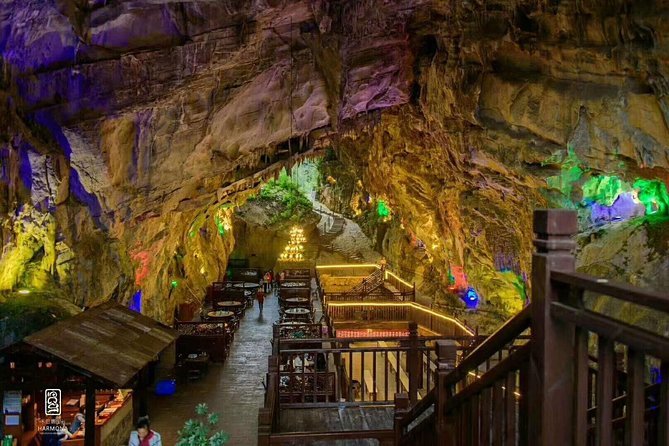 Group tour: Zhangjiajie grand canyon & Glass bridge & cave restaurant lunch