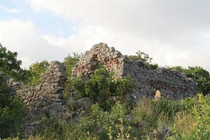 Visit the Mosque of Gjin Aleksi and The Medieval Village of Kamenica