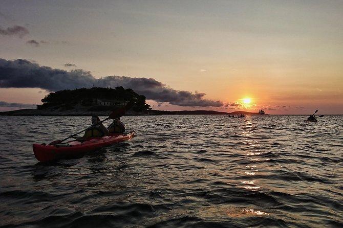 Sunset sea kayaking Hvar