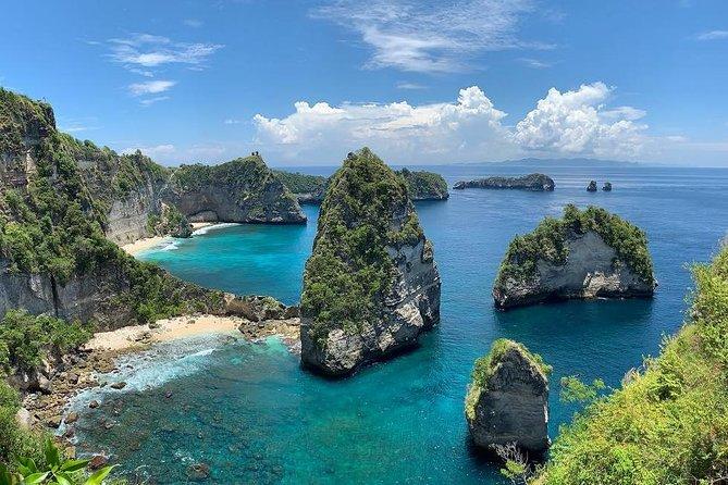 Pemandangan Nusa Penida yang Akan Membuat Kamu Tidak Ingin Pulang. Foto: viator.com