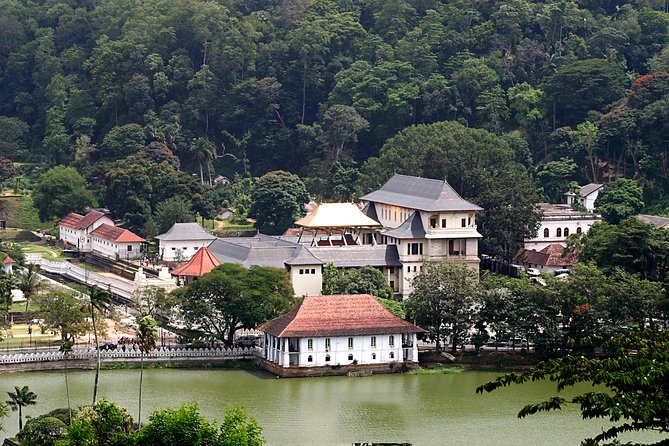 Kandy Temple Run Tour (Private Day Tour)