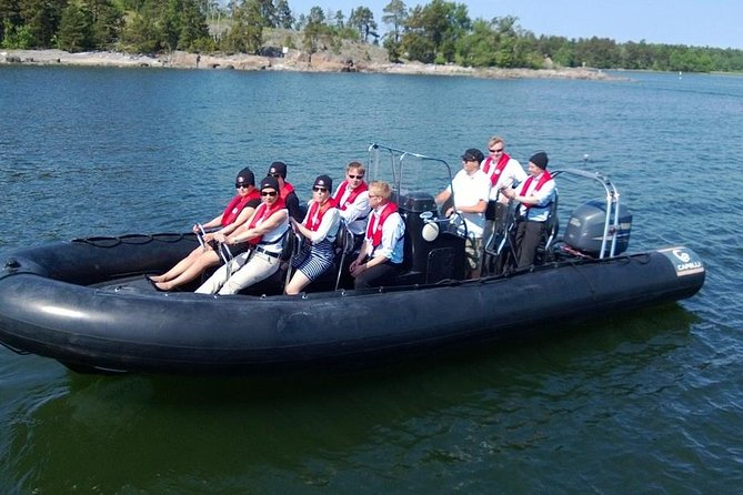 Two-hour Helsinki archipelago private RIB boat cruise-Best of on the sea