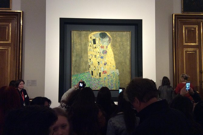 """Gustav Klimt and """"The Kiss"""": how it became the Symbol of the Viennese Art"""