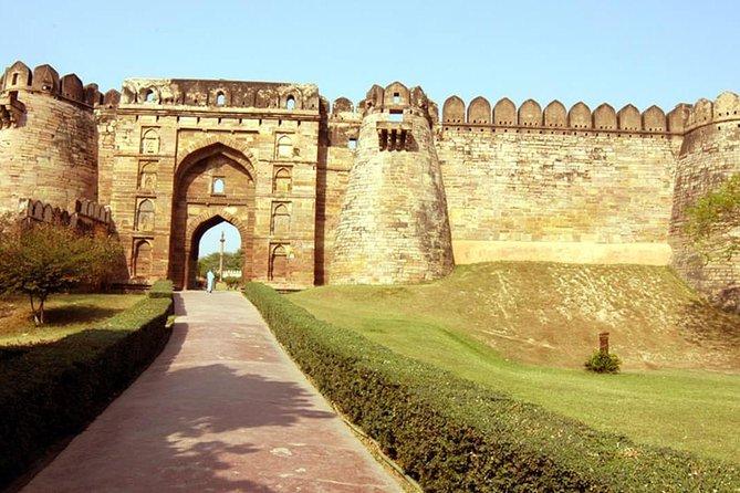 From Varanasi Jaunpur fort and heritage tour