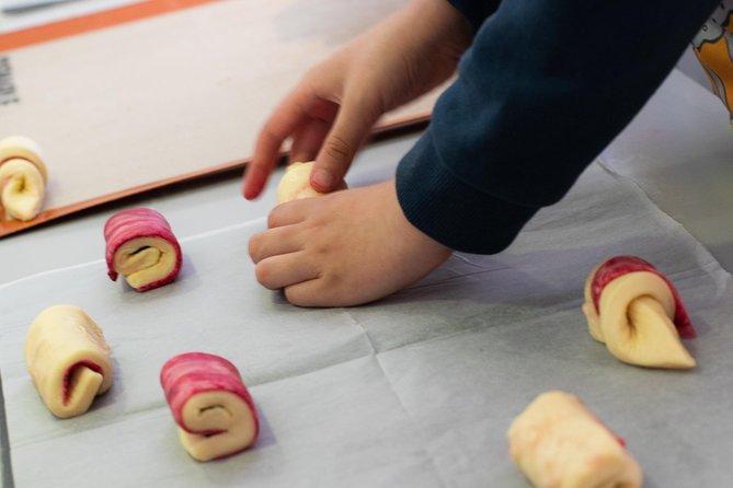 Enfants dans la cuisine - CrOissAnTs
