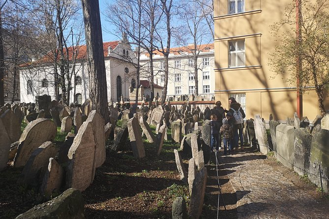 Private Guide of Prague: Visit to the Jewish Museum of Prague of 3 hours