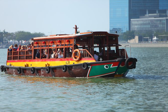 Private History & Culture Tour with River Cruise, Hawker Dinner & Tea Tasting