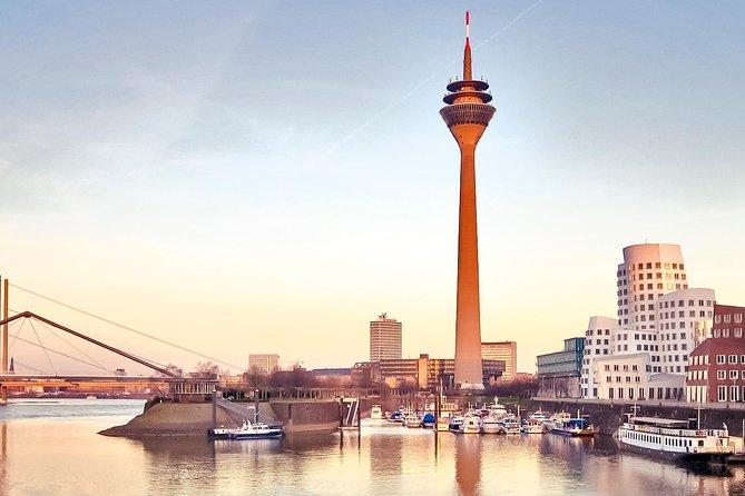 Departure Private Transfer Dusseldorf to Dusseldorf Train or Port by Luxury Van, Düsseldorf, ALEMANIA