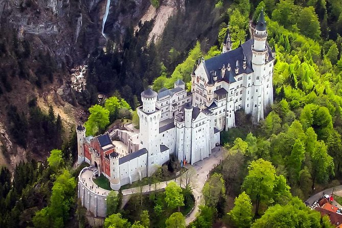 Neuschwanstein professional helicopter ride (90 Min) photo 1