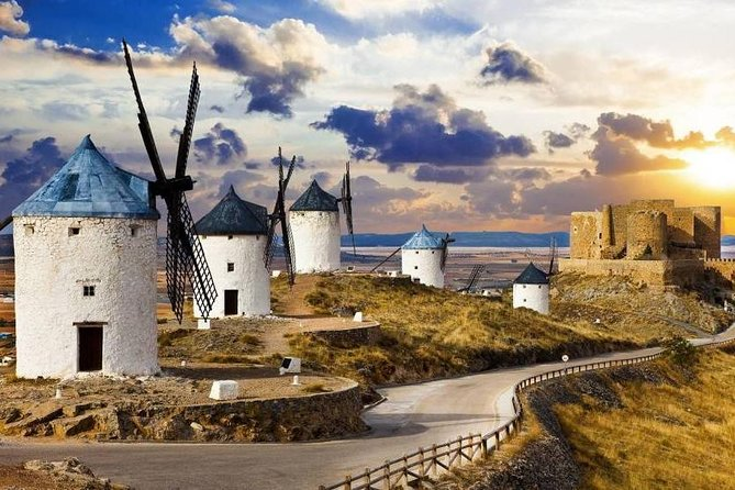 Windmills and Consuegra Castle: Licensed guide and transfer from Toledo included