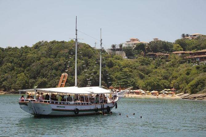 Búzios Full day: Boat and Trolley Tour with Lunch from Cabo Frio