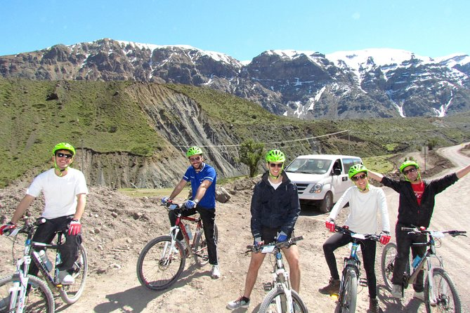 Private Mountain Bike Tour to El Yeso Reservoir and Maipo Valley
