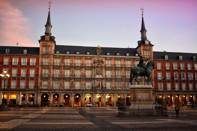 Private walking tour Madrid: Secrets and must