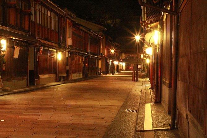 Kanazawa Night Tour with Local Meal and Drinks