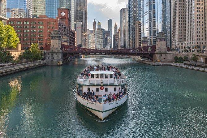Cruzeiro pelo rio no Chicago Architecture Center a bordo da primeira-dama de Chicago