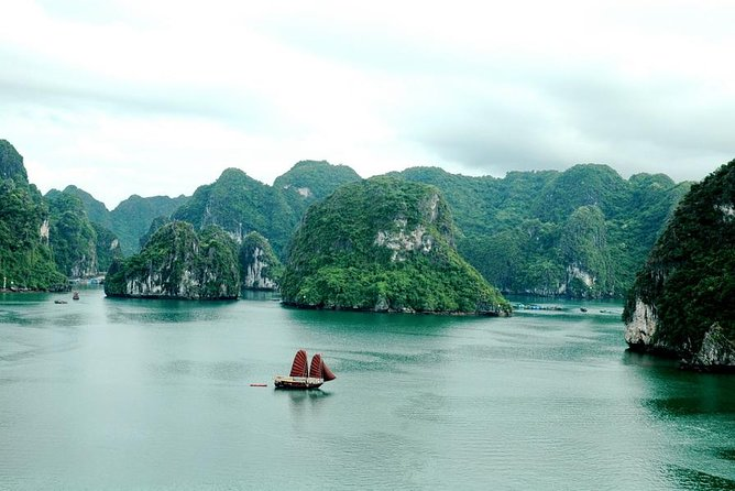 Half Day Explore Bai Tu Long Bay With Lunch, Cave and Kayaking
