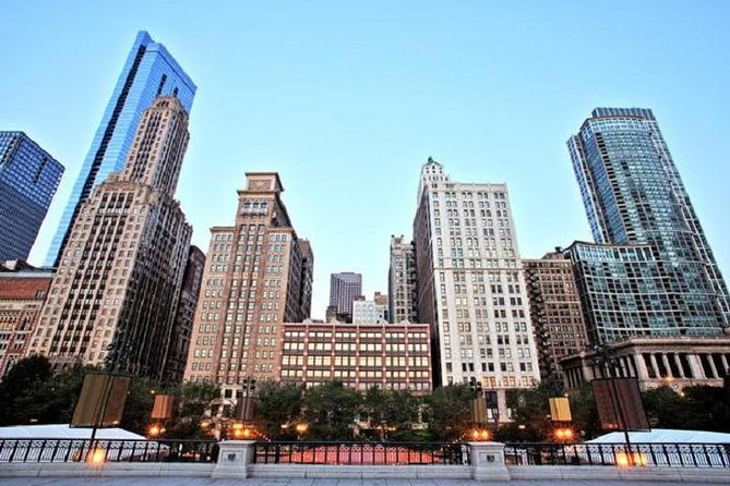 Land and River Architecture Tour of Chicago's Scenic North Side photo 6