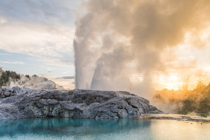 Tauranga Shore Excursion: Rotorua Geothermal Geyser Tour and Polynesian Spa Combo Including Lunch
