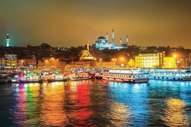 Istambul: cruzeiro com jantar no Bósforo à noite