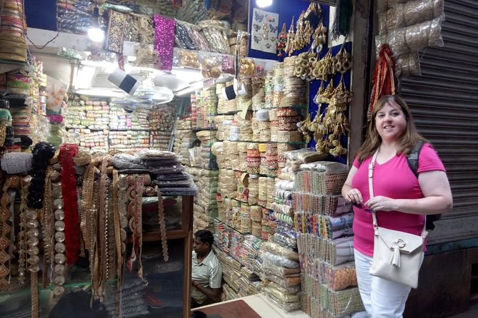 Customized Old & New Delhi Shopping Tour with Female Consultant