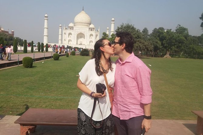 Full Day Agra Sightseeing with all Inclusive (Entrance Fee & Lunch)