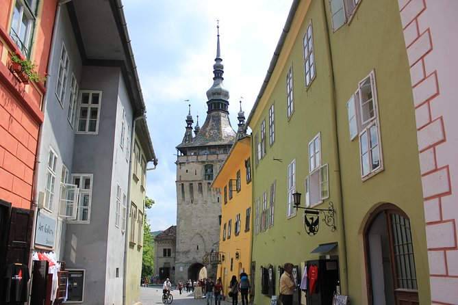 Fortified Church of Viscri and Sighisoara in Spanish (native Spanish guide).