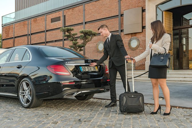 Private transfer from Lisbon Airport to Mercedes E Class Airport
