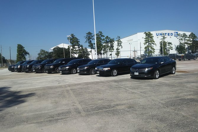 Book Professional Black SUV Car Service Houston,IAH Airport to Houston Downtown