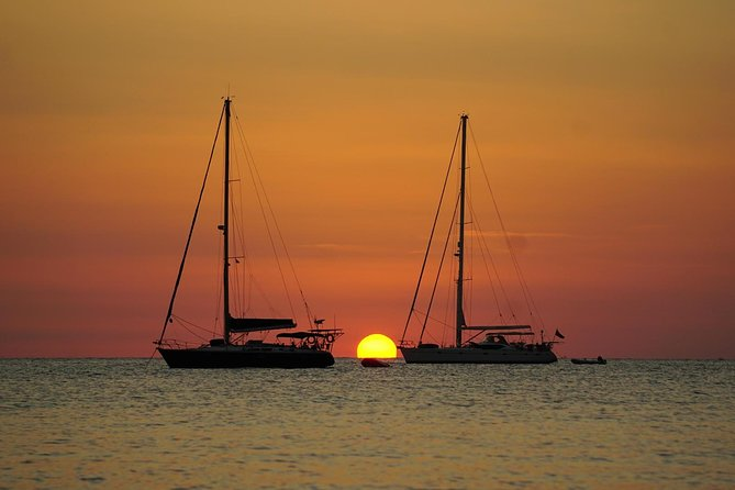 Excursion on a sailboat along the coast with sunset. Half day (4:30 - 9:00 p.m.)