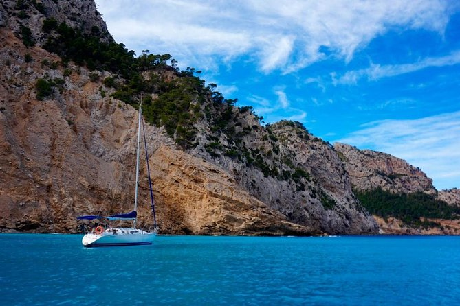 Excursion on a sailboat along the coast. Full day (10:00 - 18:00)