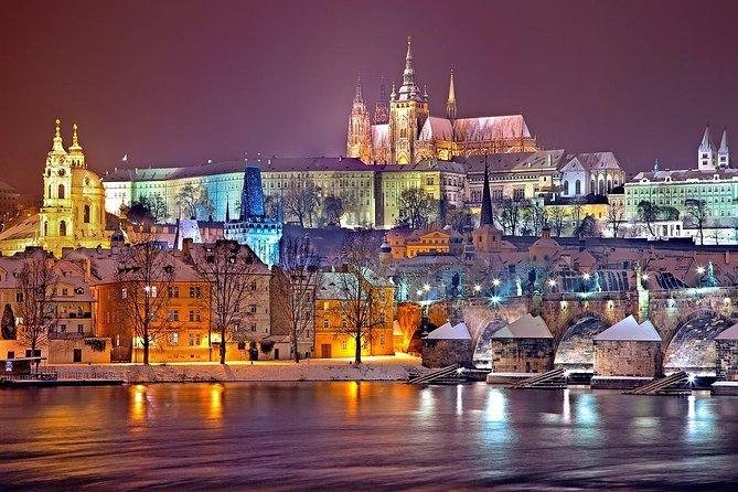 Private Transfer from Hallstatt to Prague with 2 Sightseeing Stops