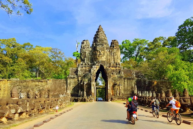 Private 1Day tour: Angkor wat sunrise of small tour and Banteay Srei temple. photo 6