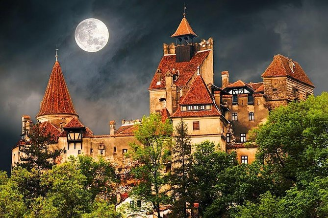 Visit the most Famous Castles in Romania, Peleș and Bran in ONE DAY TOUR