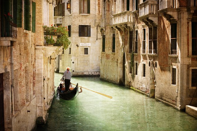 Private Tour: Venice Gondola Ride with Serenade photo 2