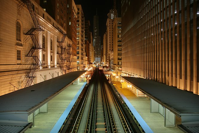 CTA train cutting through the Loop - Images sourced from Wikipedia Commons