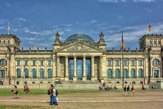 Private Transfer from Vienna to Berlin with 2 Sightseeing Stops