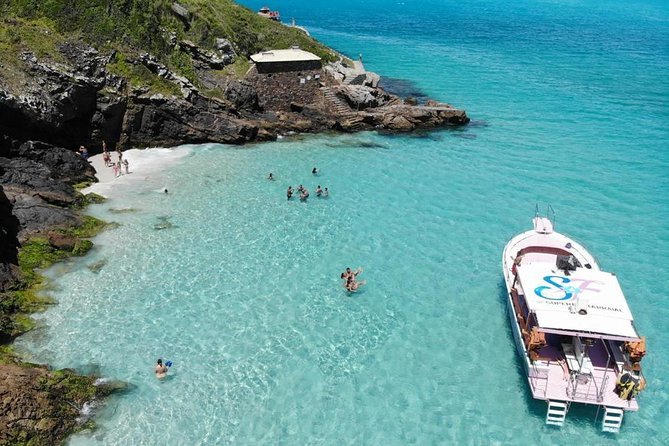 Passeio de Barco em Arraial do Cabo by Super Flor Turismo