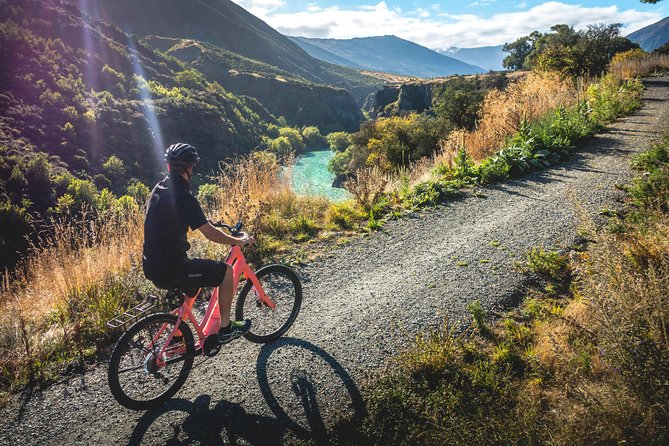 Self-Guided Tour: Arrowtown Ride to Gibbston Valley & Dine
