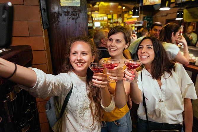 Barcelona at Night: Local Tapas & Drinks Private Tour