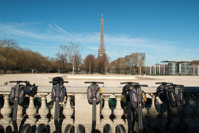 This tour allows you to easily and quickly see the Eiffet Tower and a dozen must-see monuments of Paris.